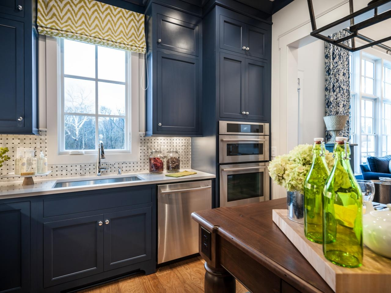 Navy Blue Shaker Kitchen Cabinets