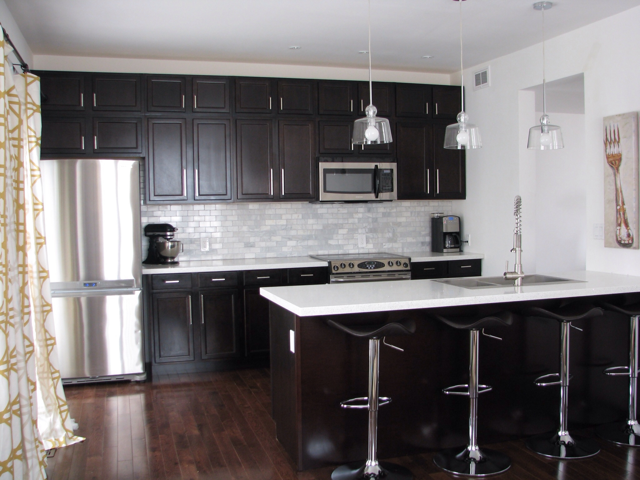 Permalink to White Kitchen Cabinets With Dark Quartz Countertops