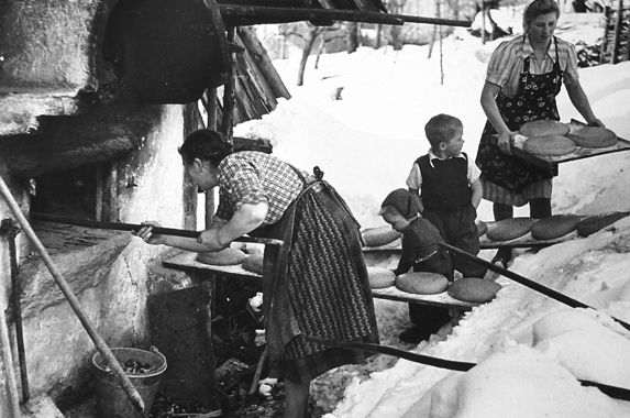 Gerti Deutsch (1908-1979) Photographer of Those Who Bake Bread in The Snow