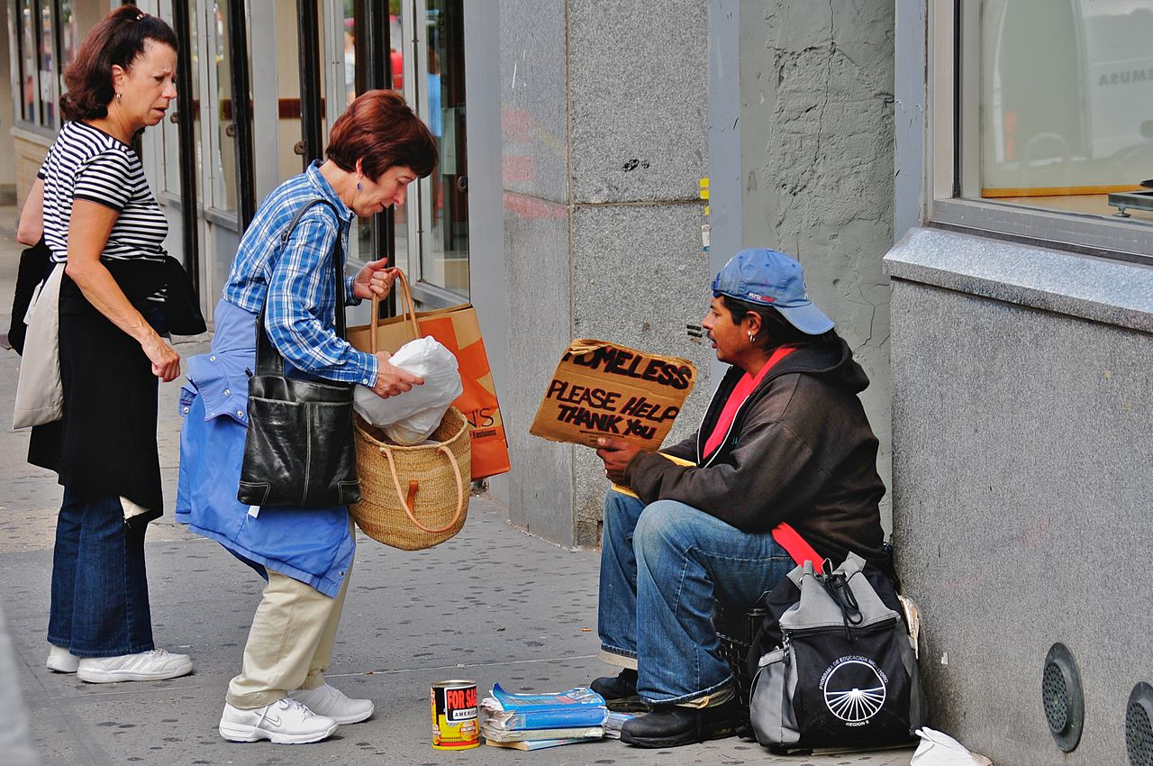 Helping the homeless by Ed Yourdon, courtesy of WikiCommons