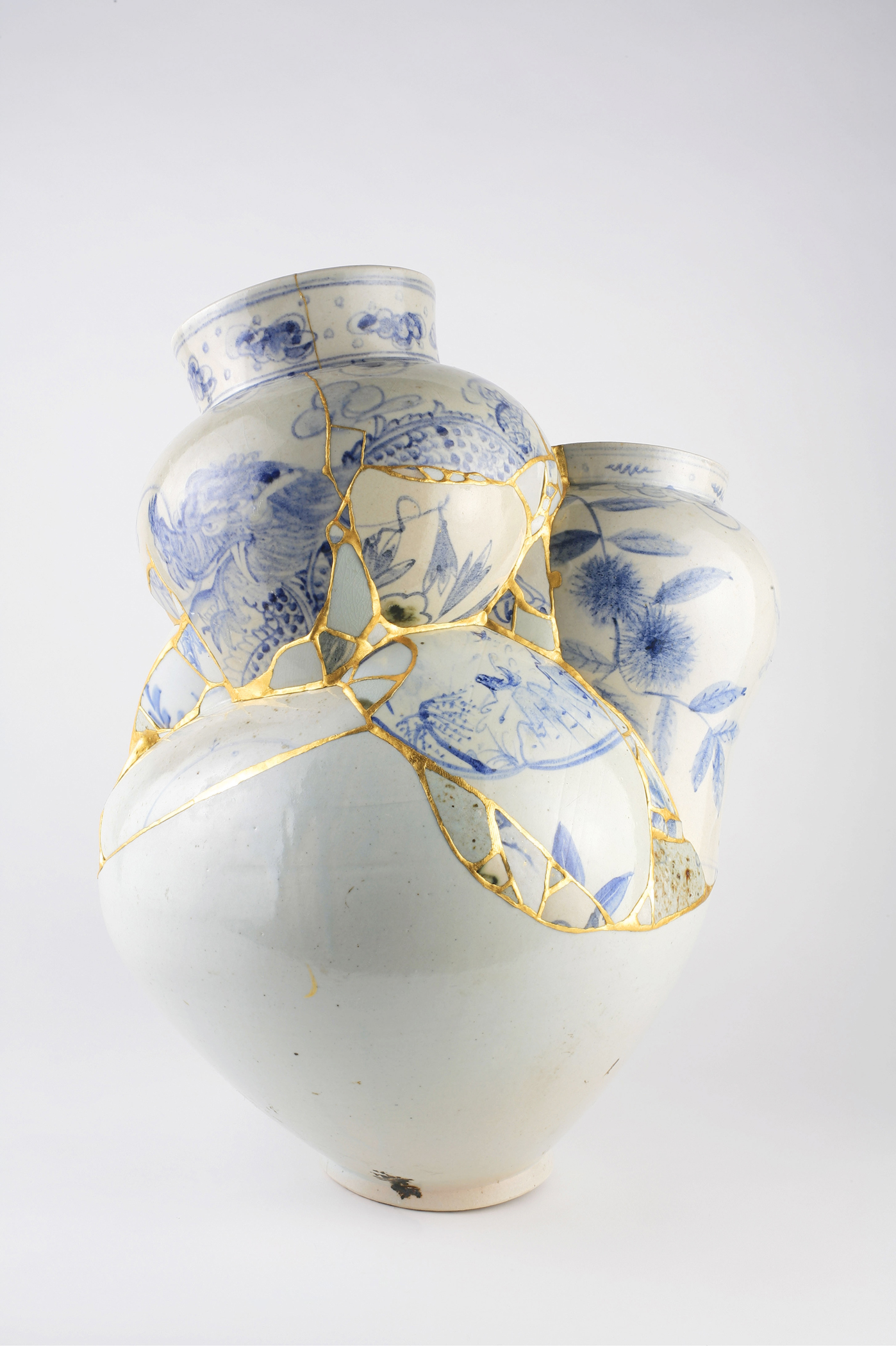 The photo is of a piece from the Translated Vases series by the Korean artist Yeesookyung, which is displayed at The University of Chicago's Smart Museum of Art