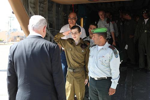Gilad Shalit Salutes Israel Prime Minister Benjamin Netanyahu, (c) some rights reserved, IDF