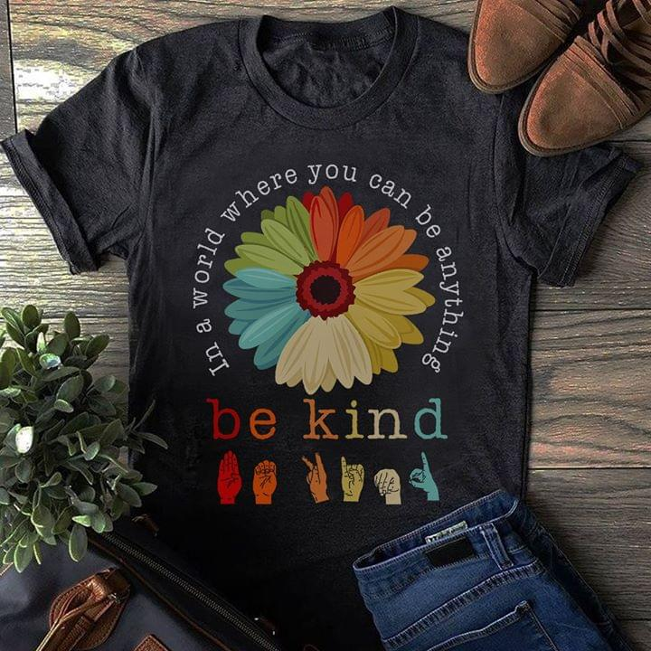 In A World Where You Can Be Anything Be Kind Hand Sign Retro cotton t-shirt Hoodie Mug