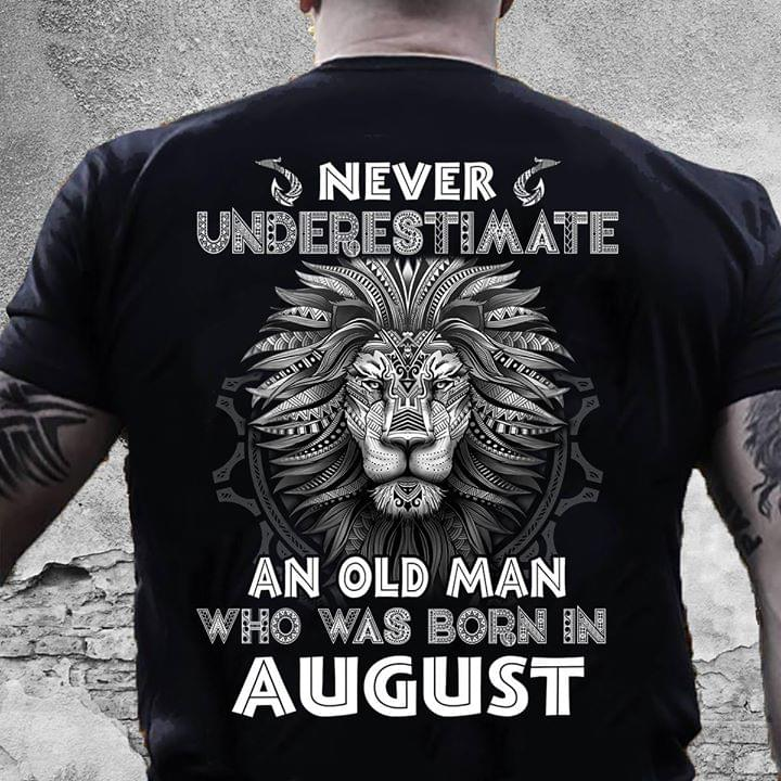 Never Underestimate An Old Man Who Was Born In August Lion Pattern cotton t-shirt Hoodie Mug