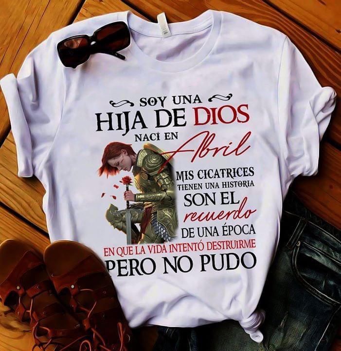 Soy Una Hija De Dios Naci En Abril Mis Cicatrices Tienen Historia Que La Vida Intento Destruirme Pero No Pudo cotton t-shirt Hoodie Mug