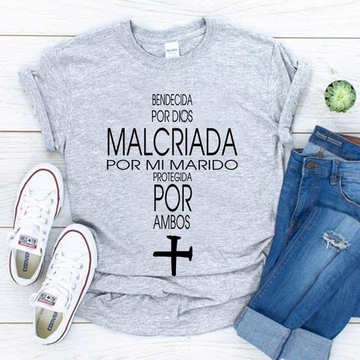 Bendecida Por Dios Malcriada Por Mi Marido Protegida Por Ambos cotton t-shirt Hoodie Mug