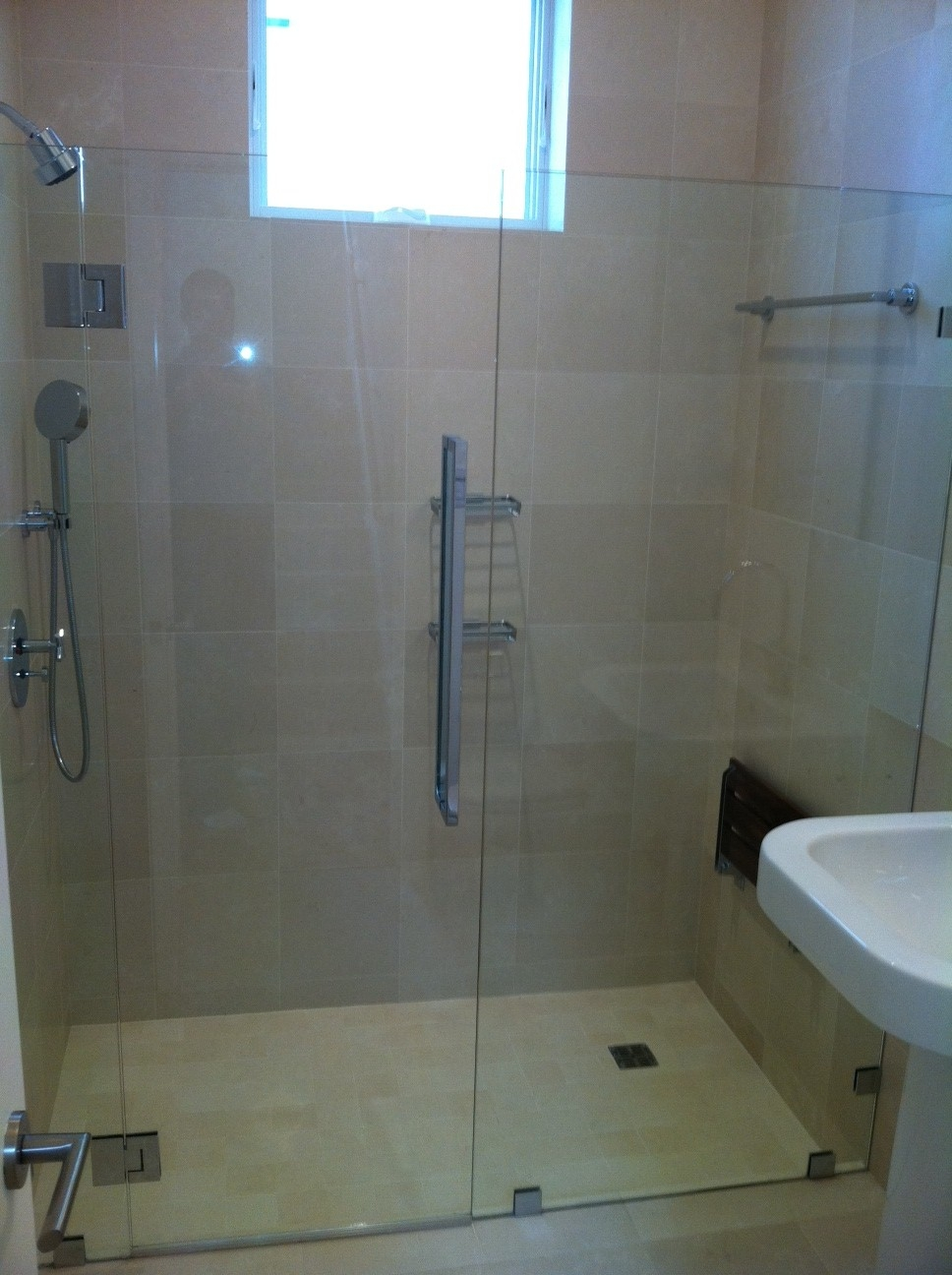 Cr Laurence Sliding Glass Shower Door