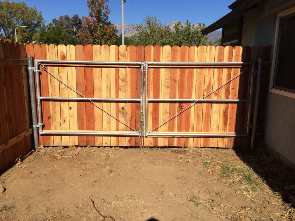 Gate And Fence Iron Railings Entry Gate Metal Fence Gate regarding proportions 1024 X 768