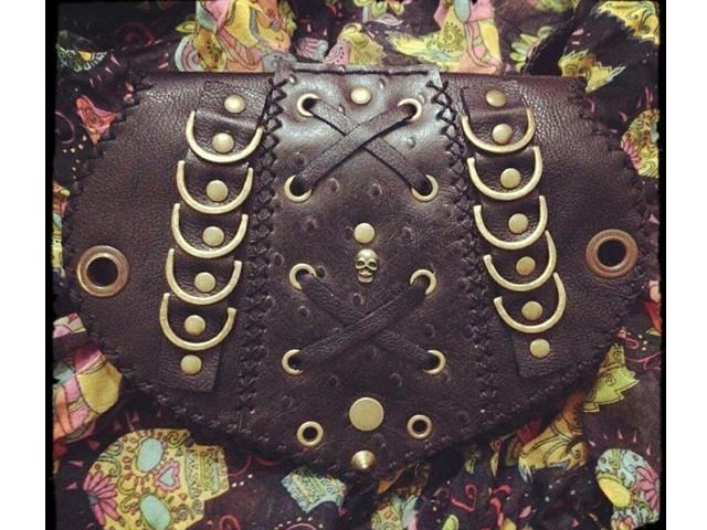 Cartucheira de Couro - Aneis Dourados com Caveira
